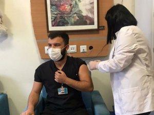 Sınır'da ilk korona virüs aşısı yapılmaya başlandı