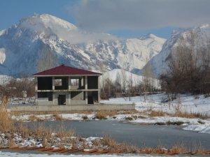 Hakkari tarihi Golazüryan göleti dondu