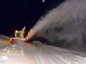 Hakkari'de kardan kapalı yollar açılıyor
