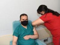 Vali Akbıyık, Covid aşısı oldu