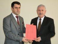 AK Partili Başkan Özbek mazbatasını aldı