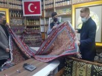 Büyükelçi Jirki kilimine hayran kaldı
