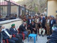 Ak Parti sınırın köylerine çıkartma yaptı