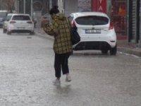 Van'da sevindiren yağmur yağışı