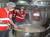 Kızılay'dan 500 kişiye iftar yemeği