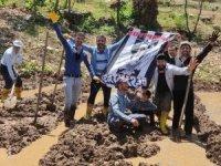 Pirinç tarlasında Beşiktaş kutlaması