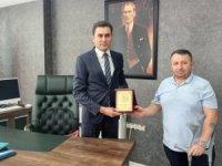 Başkan Keskin'den Kumbasar'a teşekkür plaketi