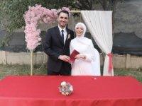 Vali Akbıyık, Dündar ve Çelebi çiftinin nikahını kıydı.