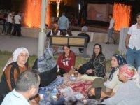 Ak Parti Hakkari kadın kolları halkla iç içe