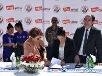 Kadın takımının sponsorluk anlaşması imzaladı