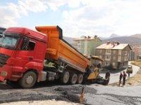 Hakkari'de asfalt çalışmaları sürüyor