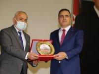 Hakkari Valisi Akbıyık'a yılın spor adamı ödülü
