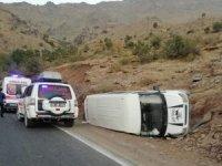 Minibüs şarampole yuvarlandı: 5 yaralı
