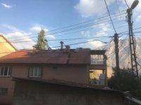 Hakkari'de korkutan çatı yangını