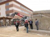 Hakkari'deki okul inşaatları son hız devam ediyor