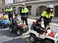 Mobil trafik eğitim tırı öğrencilerle buluştu