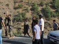PKK vekillerin aracını durdurdu
