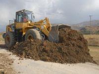 Yüksekova'da hasarlı yollar onarılıyor