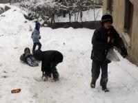 Yüksekova'da çocukların kar keyfi