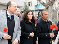 BDP Heyeti Çorum'da çiçeklerle karşılandı