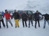 Kayak merkezi yolunda mahsur kaldılar
