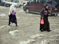 Yüksekova sokakları sular altında