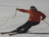 Batı'da deniz Hakkari'de kayak keyfi