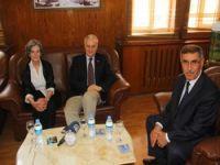 Büyükelçi Bedirhanoğlunu ziyaret etti.