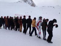 Kayak merkezinde halaylar çekildi