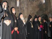 Ermeniler Van Akdamar'da 5. ayinini yaptı