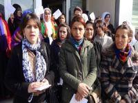 KJA: Cezaevindeki kadın tutsaklara kart gönderdi