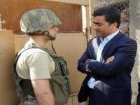 Askeri yetkilileri olmayınca köylülerle görüştüler