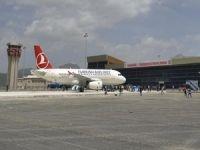 Halaylarla açılan hava alanı seferlere kapatıldı