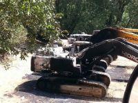 PKK Şemdinli'de 5 iş makinesini ateşe verdi