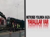 Şirinevler'de metrobüs yolunda kaza; yaralılar var