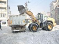 Yüksekova'da kar ve buzla mücadele çalışması