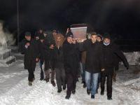 Cenazeler eksi 22 derece soğukta toprağa verildi