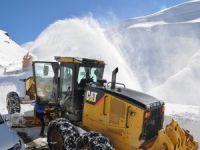 Köy ve mezralar da karla mücadele sürüyor