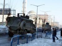 Yüksekova'da Şemdinli'ye asker sevkiyatı