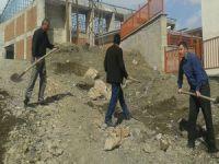 Hakkari'de okul yolları onarılmayı bekliyor