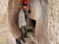 Dağcılar Urartu kaya mezarlıklarına tırmandı