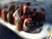 700 kişiyi taşıyan mülteci botu battı!