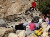 Minibüs Uçuruma yuvarlandı: 8 ölü, 18 yaralı