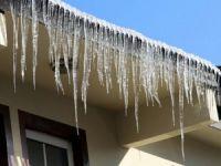Yüksekova ilçesini buz kesti!