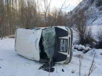 Şemdinli'de öğrenci servisi devrildi 9 yaralı