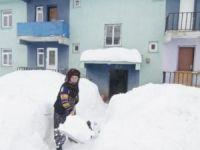 Ovacık'ta kar kalınlığı 2 metreye kadar ulaştı!