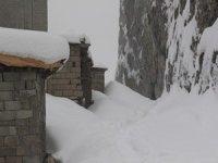 Hakkari'de 30 köy, 91 mezra yolu ulaşma kapandı