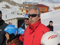 Vali Toprak kayak severleri Hakkari'ye davet etti