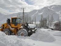 Hakkari'de 14 köy, 71 mezra yolu kapandı!