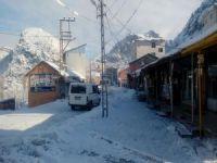 Sınır'da soğuklar yerini kar yağışına bıraktı!